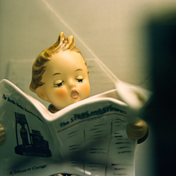 Hummel Boy Figurine Reading Newspaper (#184 Latest News)
